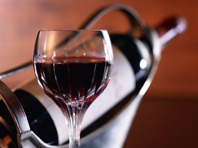 Можно ли употреблять алкоголь во время месячных